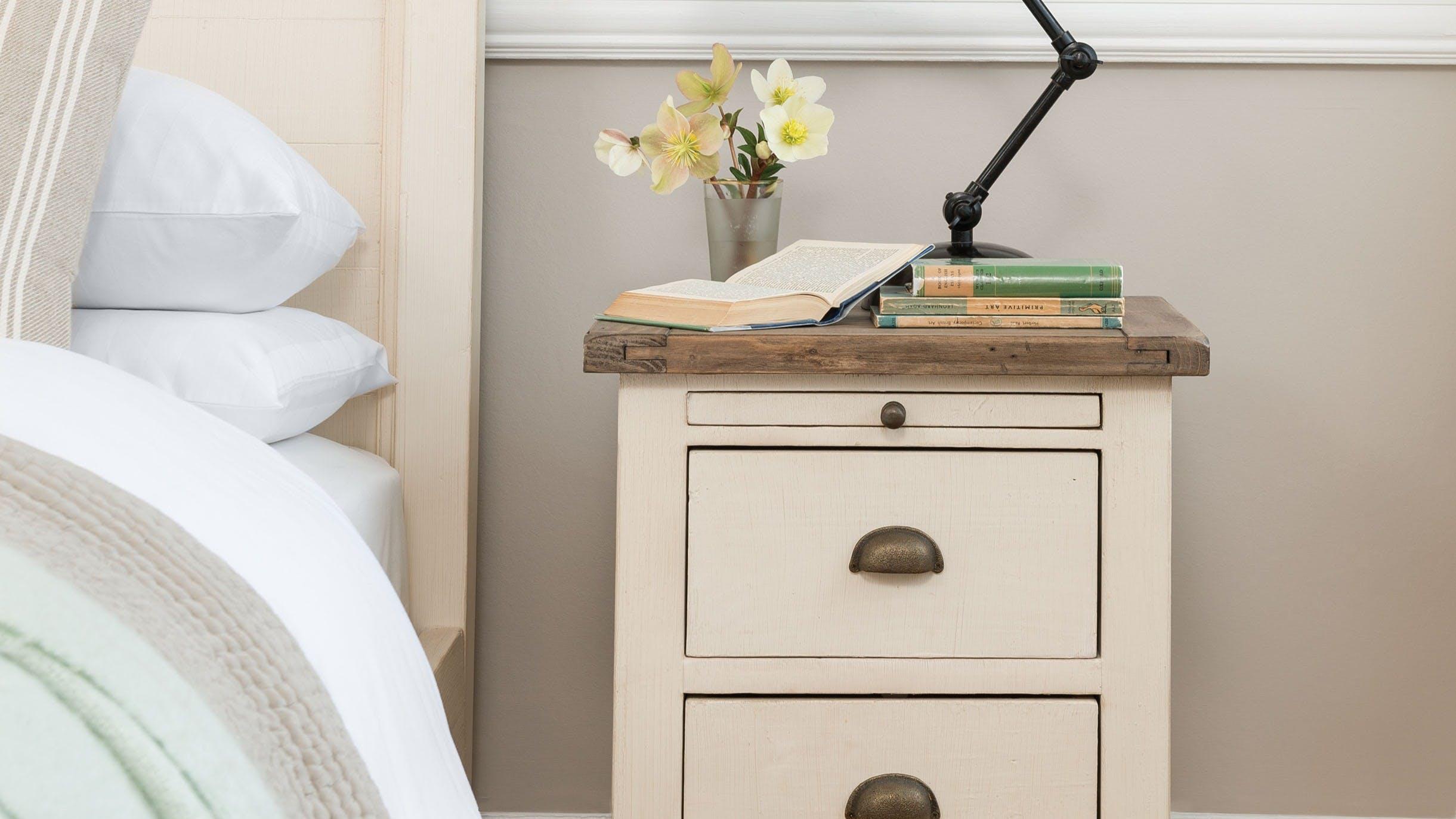 Tables de chevet en bois recyclé : scandinave, romantique...
