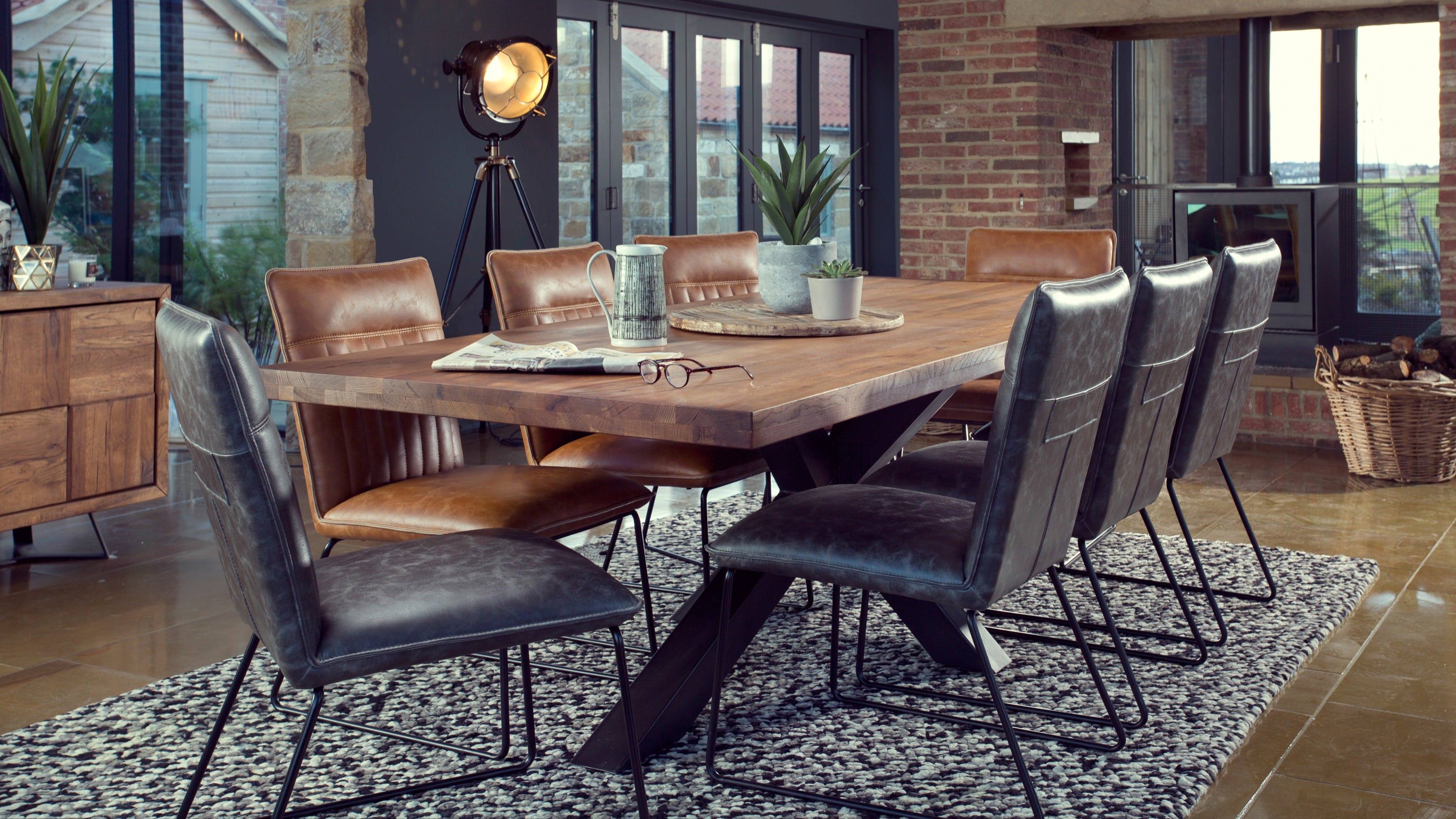 Meubles de salle à manger : table à manger, buffet Meubles de