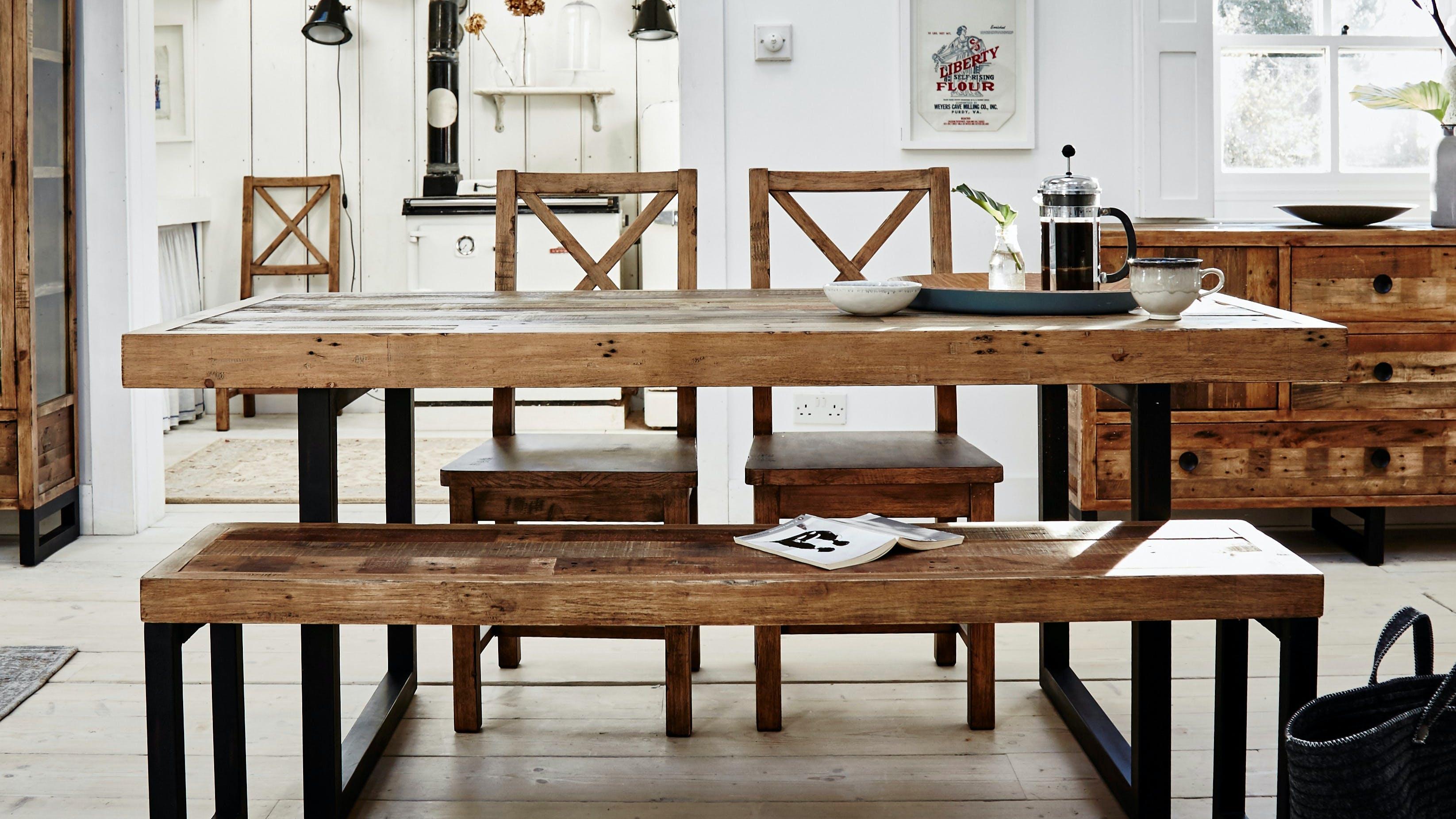 Meubles de salle à manger en bois recyclé : table à manger, banc, buffet...