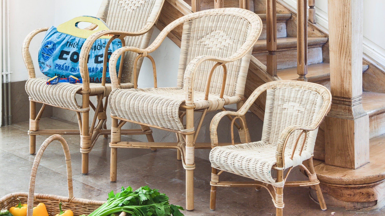 Meubles en rotin : fauteuil, table basse...