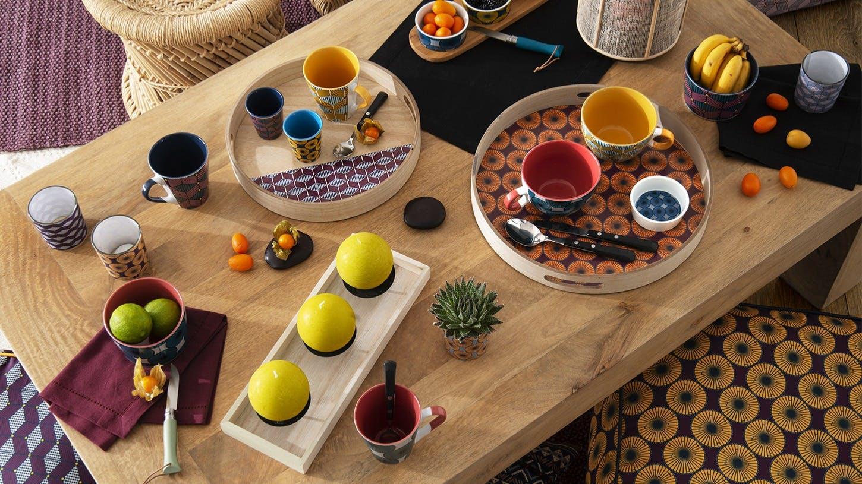 Accessoires de table : porte-bouteille, couteaux à fromage...